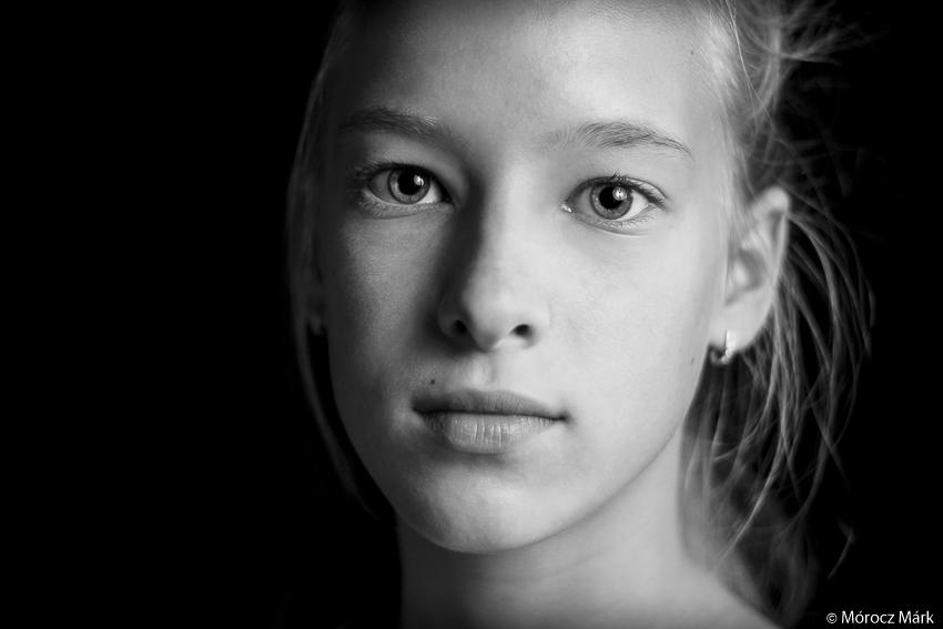 Mórocz Márk fotója egy szép szőke lányról